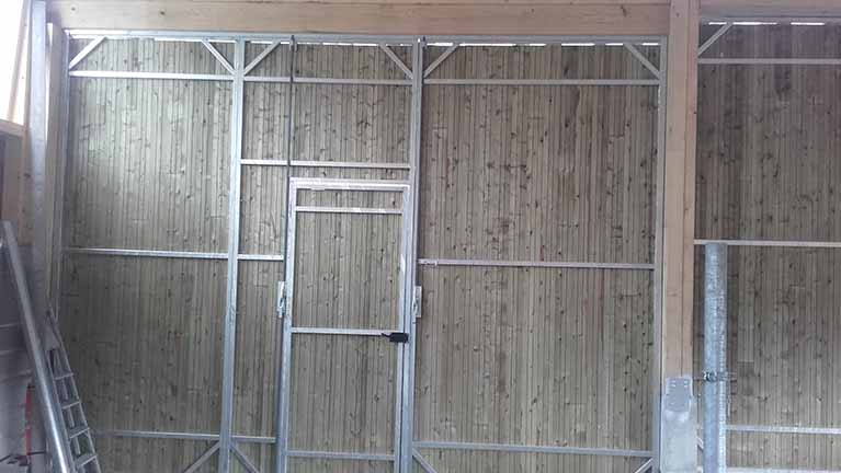 portes en acier galvanis pour b timents agricoles pr s du puy en velay. Black Bedroom Furniture Sets. Home Design Ideas